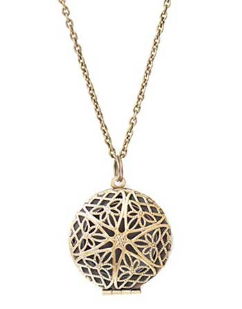 Aromatherapy-Diffuser-Necklace-from-The-Oil-Collection